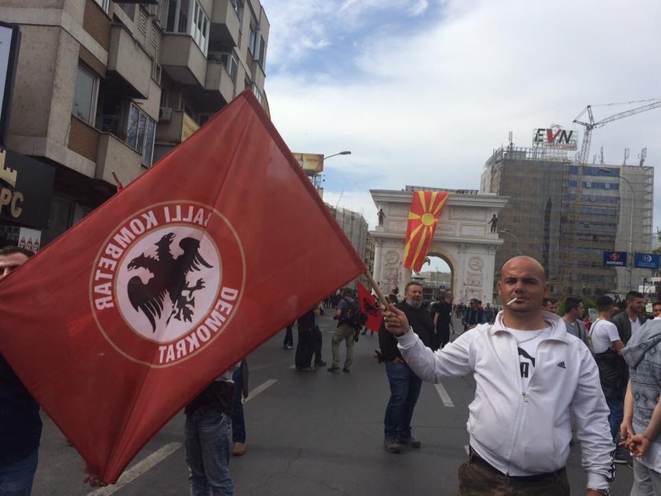Flamuri i Balli Kombetar Demokrat ne protestat e 22 Prillit ne Shkup