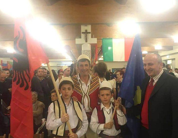 Shqiptaret ne feste