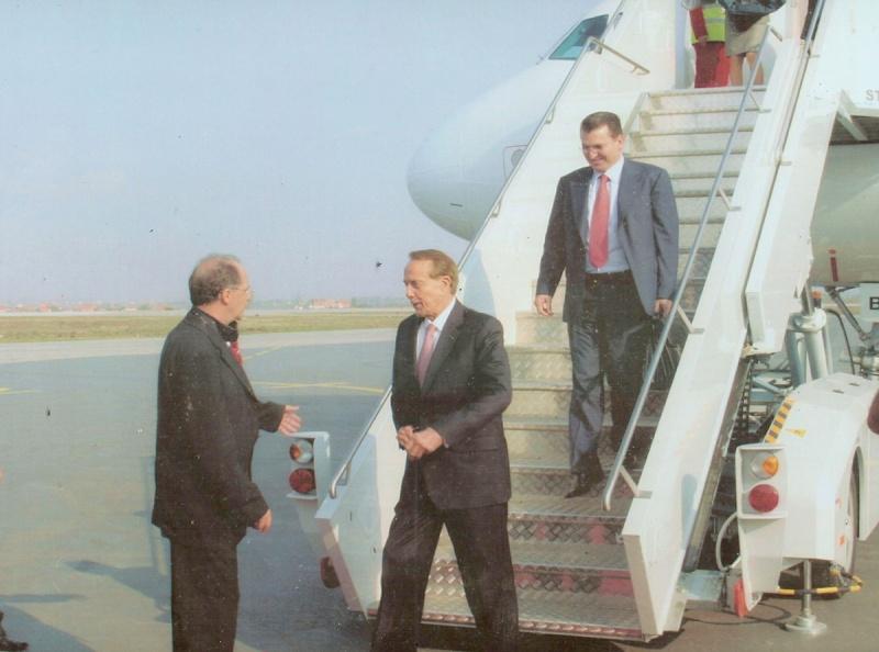 Nga pritja zyrtare e Dr. Rugoves per Senatorin Dole ne Kosove